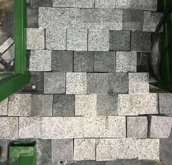 Gravity feeding stone brick splitting machine1